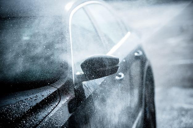 優しい車の洗濯
