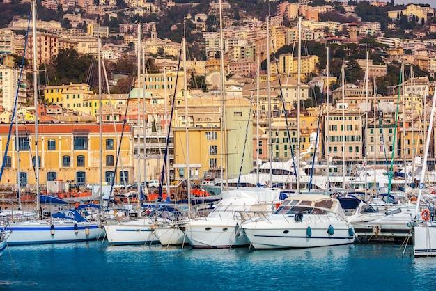 Морской порт генуи и городской пейзаж