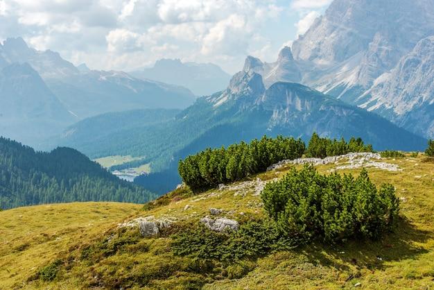 イタリアのドロミテの景色