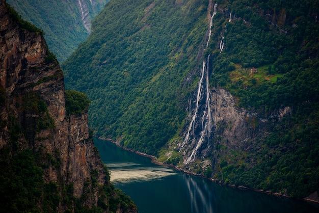 ノルウェーのフィヨルド風景