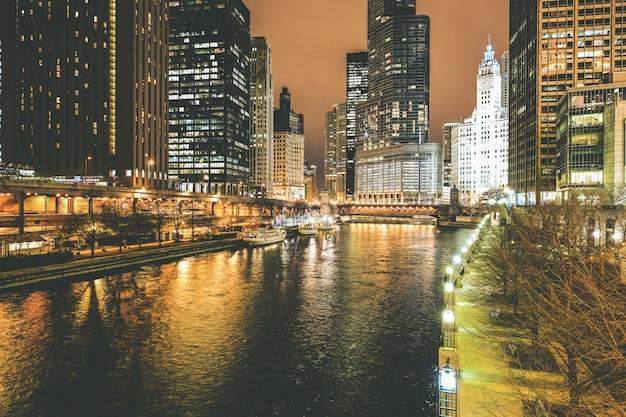 Река чикаго ночью