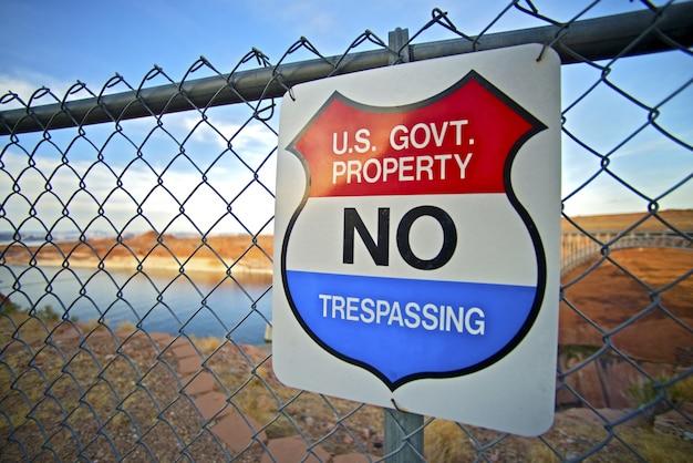 不法侵入米国政府