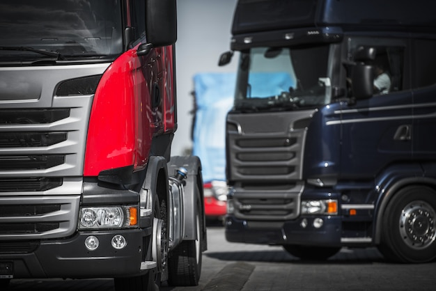Концепция конвой грузовиков евро.