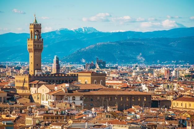 イタリア北部のフィレンツェのトスカーナ市。早春の街並み。