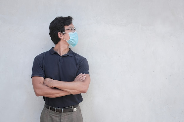 マスクを身に着けている中国の医者