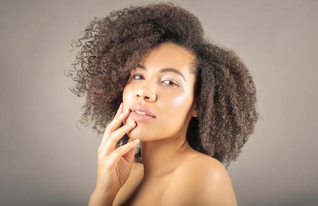 Красивая афроамериканская девушка