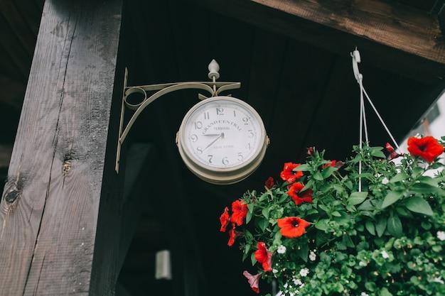 Часы в городе.