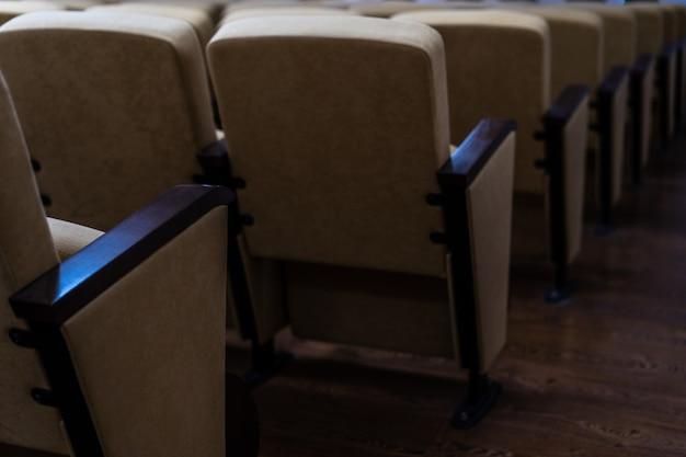 映画館とコンサートホールの座席