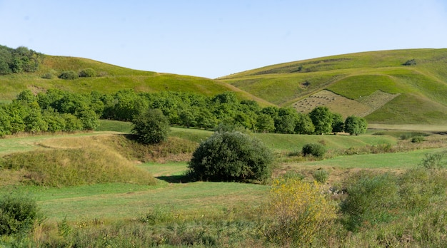 Пейзаж предгорной области осенью