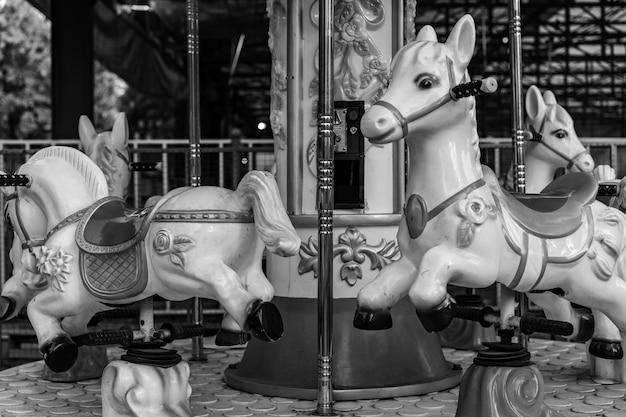 Аттракцион для маленьких детей лошадей