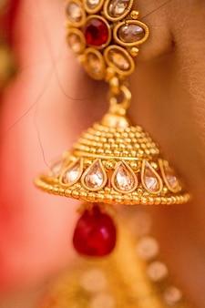 Ювелирные изделия невесты в индийской свадьбе