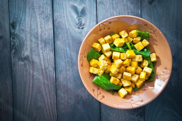 揚げ豆腐とほうれん草のサラダ