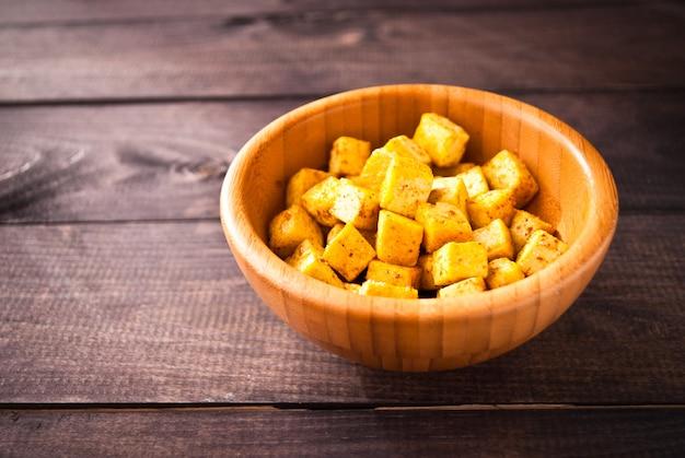 揚げ豆腐のキューブ