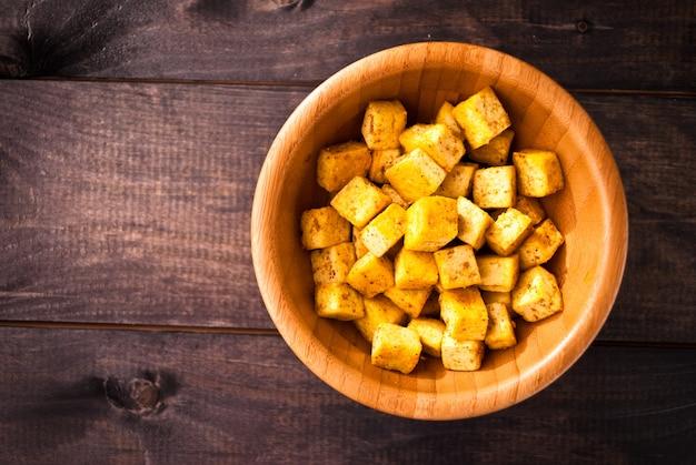 Кубики жареного тофу