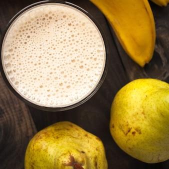 バナナと洋ナシのスムージー