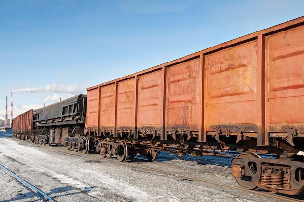鉄道駅での貨車。