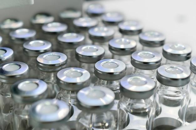 Стеклянные флаконы для жидких образцов.