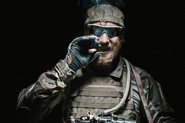 Солдат армии сша курит
