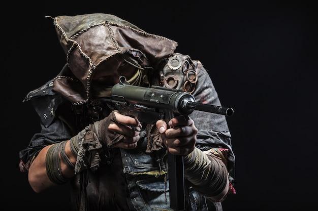 自家製の武器を持つ生存者