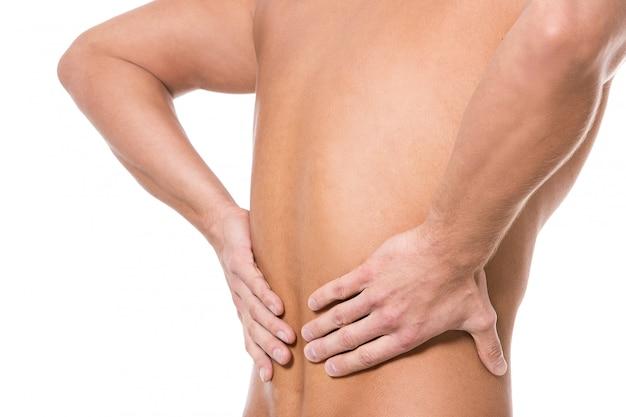 背中の痛みを持つ男