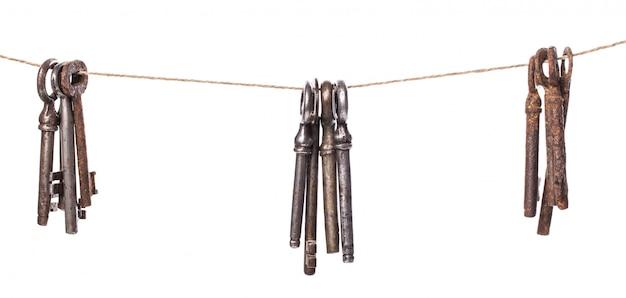 Старые богато украшенные ключи
