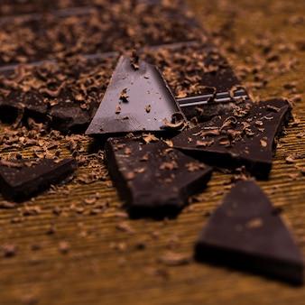 Шоколадная плитка и порошок