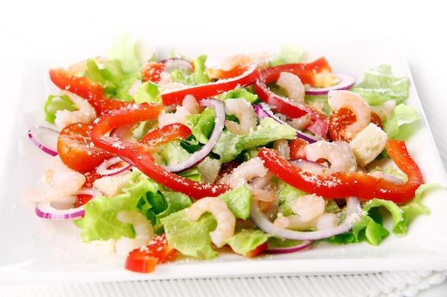 Вкусная и свежая салатная еда