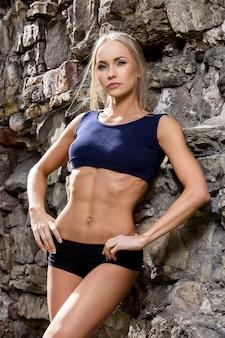 Фитнес. красивая женщина с сексуальным телом