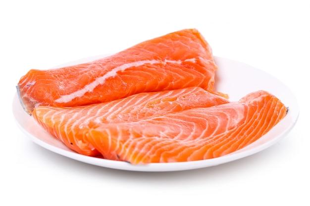 Ломтик сырого лосося