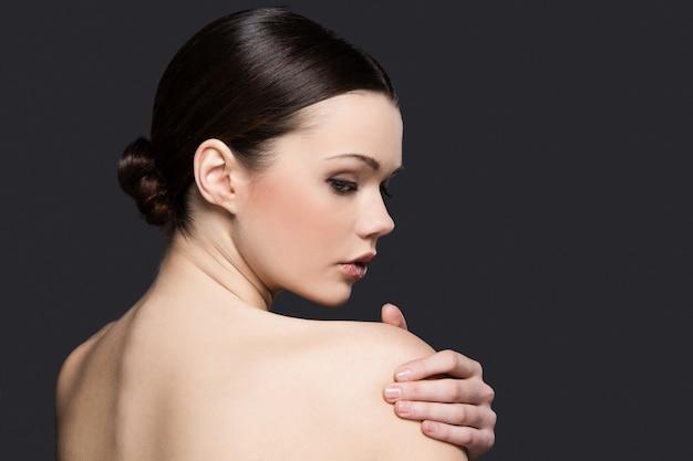 スキンケアコンセプトの裸の女性の肖像画