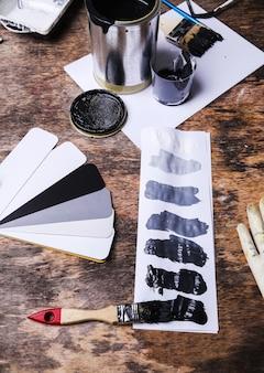 テーブルの上の黒いペンキ