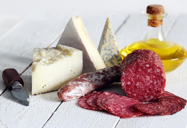 サラミとチーズ