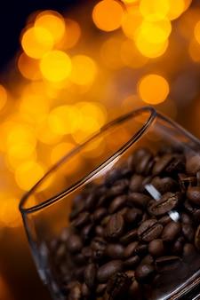 コーヒー豆とガラス