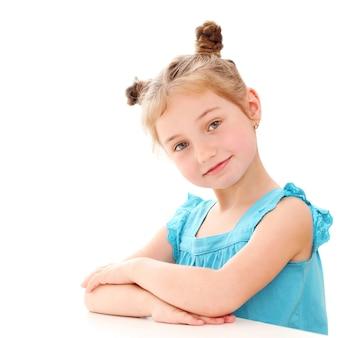 Милая маленькая девочка дома