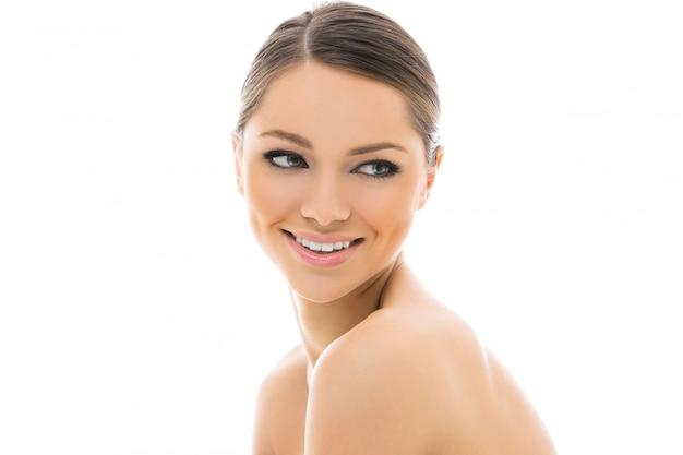 Великолепная девушка с красивым лицом