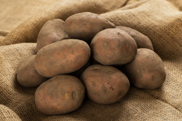 毛布にジャガイモ