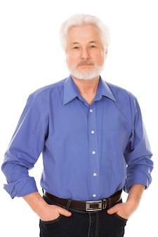 Красивый пожилой мужчина с бородой