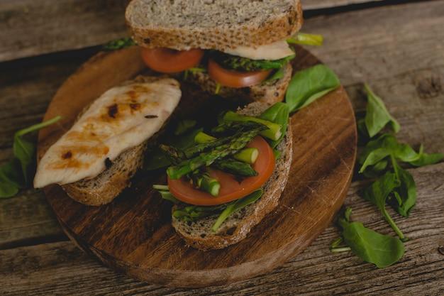 Бутерброды на столе