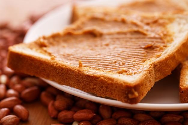 トーストにおいしいピーナッツバター