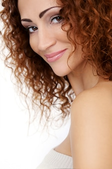Великолепная женщина с красивым лицом
