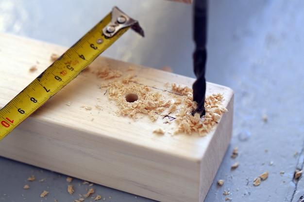 Пробуренные деревянные брусья