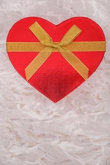 Красный подарок