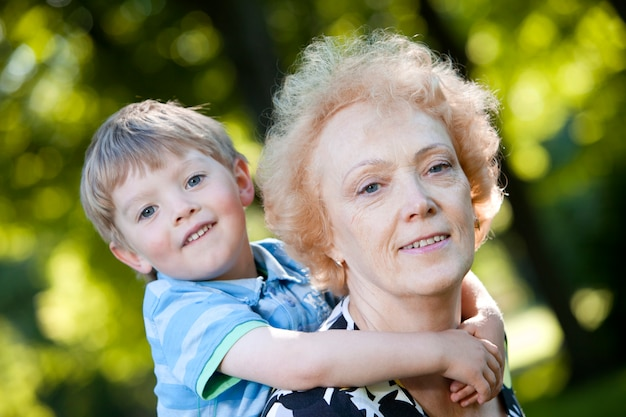 Бабушка с внуком в парке