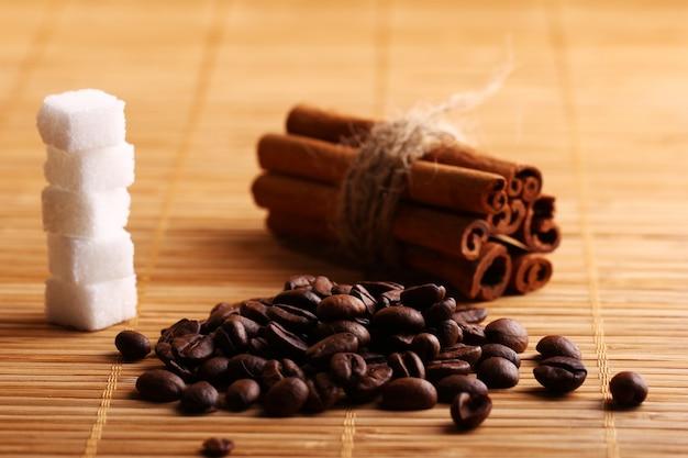 シナモンスティックとコーヒー豆