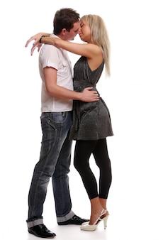 幸せな若くて魅力的なカップル