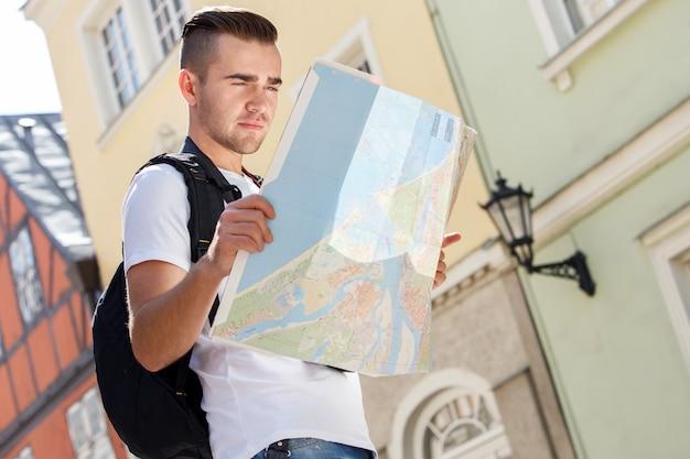 Человек в городе