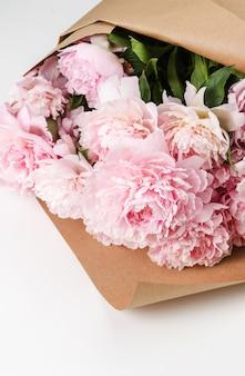 Свежие красивые цветы пиона