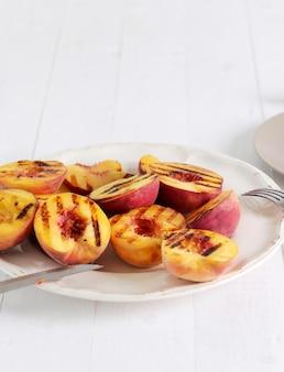Персики гриль