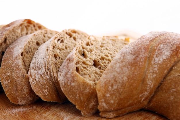 Крупным планом нарезанный хлеб