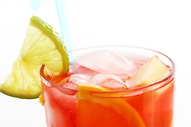 Свежий цитрусовый коктейль